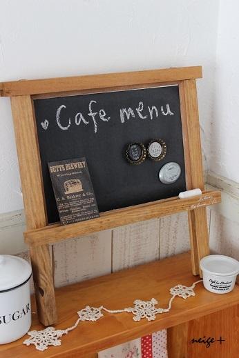 とっても簡単!黒板とマグネットを合わせてカフェ風ボードのでき上がり!