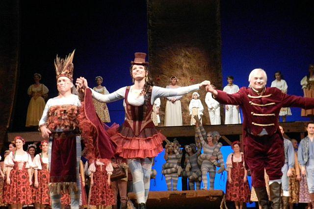 プラハ国民劇場「売られた花嫁」_e0022175_1632213.jpg