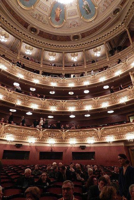 プラハ国民劇場「売られた花嫁」_e0022175_16322971.jpg