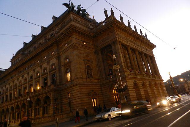プラハ国民劇場「売られた花嫁」_e0022175_16323745.jpg