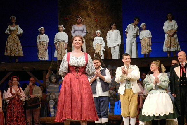 プラハ国民劇場「売られた花嫁」_e0022175_1632558.jpg
