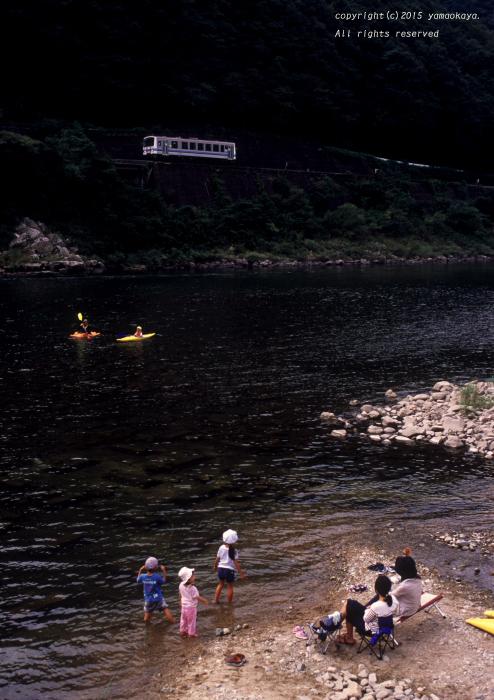 川辺で見送る_d0309612_23324082.jpg