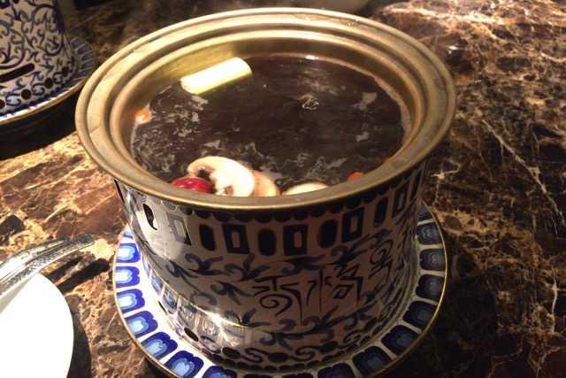 黒いキノコ鍋で美肌になれそう:シャングリラズ シークレット@六本木_d0339885_12550976.jpg
