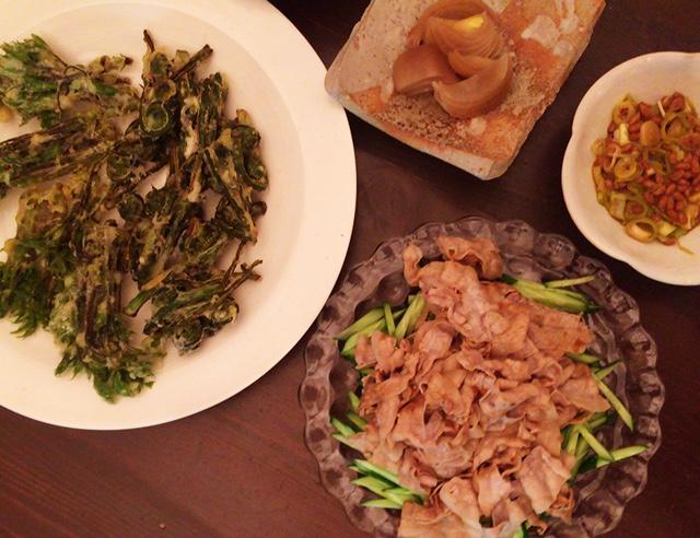夫が作った晩御飯:山菜のてんぷら_d0339885_12561474.jpg