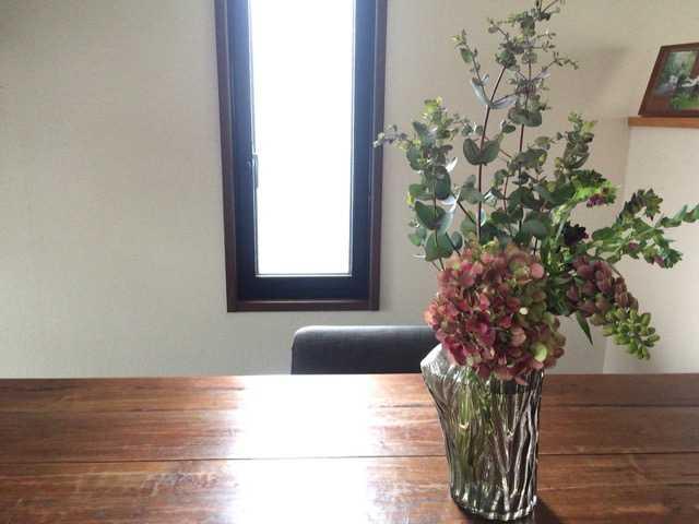 お部屋に緑とお花。宇宙の木だって。_d0339885_12563796.jpg