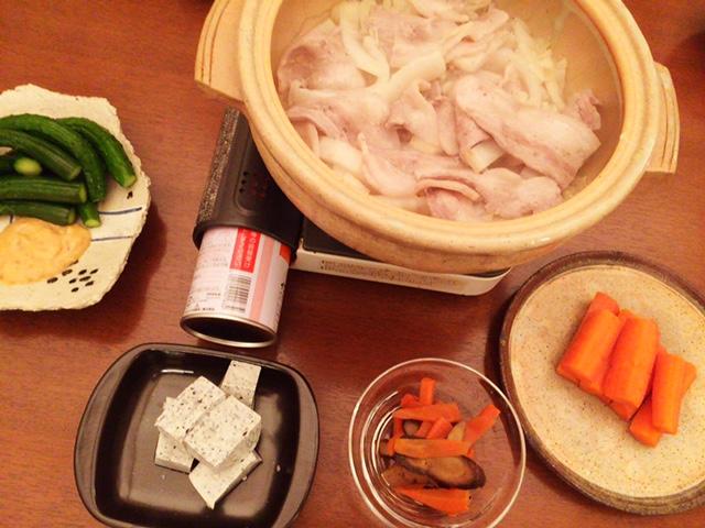 夫が作った晩御飯:肉多めのニンニク鍋_d0339885_12564983.jpg