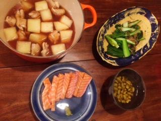 夫が作った晩御飯:鶏と大根の煮物_d0339885_12570451.jpg