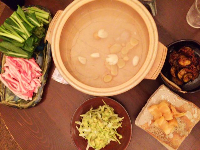 夫が作った晩御飯:豚肉と小松菜の常夜鍋_d0339885_12571212.jpg