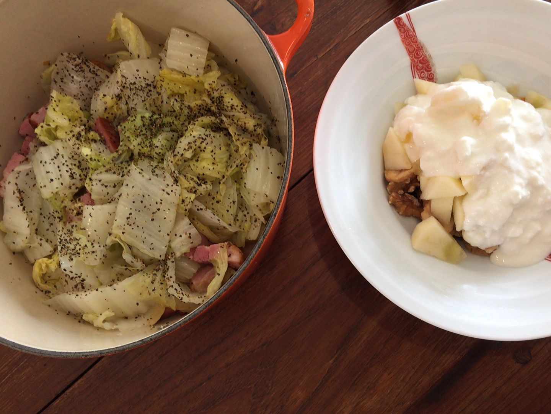 夫が作ったブランチ:白菜とベーコンの煮物_d0339885_12572728.jpg