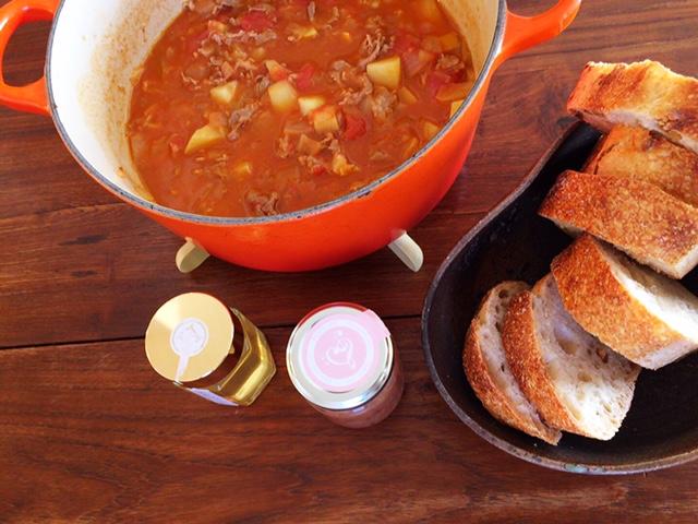 夫が作ったブランチ:羊肉のトマト煮_d0339885_12573561.jpg