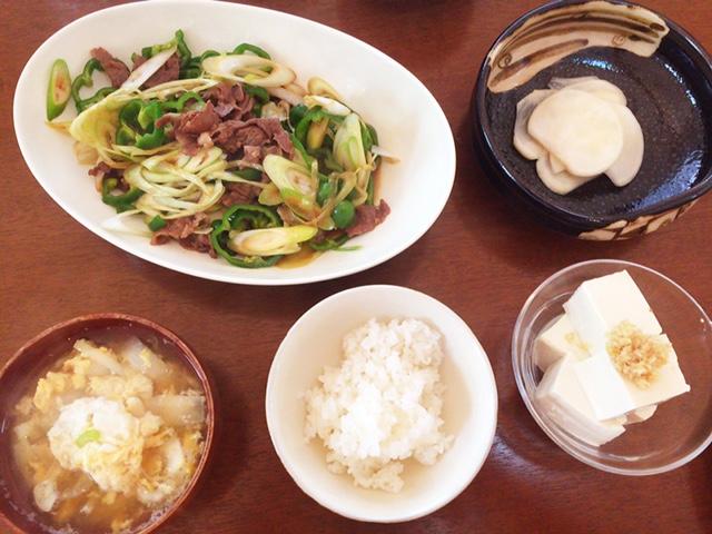 夫が作ったブランチ:ピーマンと牛肉の炒め物_d0339885_12574610.jpg