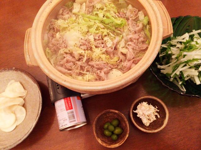 夫が作った晩御飯:洋風にんにく鍋_d0339885_12574776.jpg