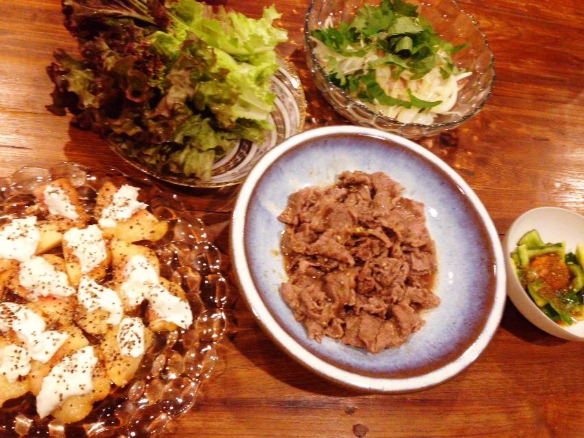 夫が作った晩御飯:牛肉のサニーレタス巻き_d0339885_12592415.jpg
