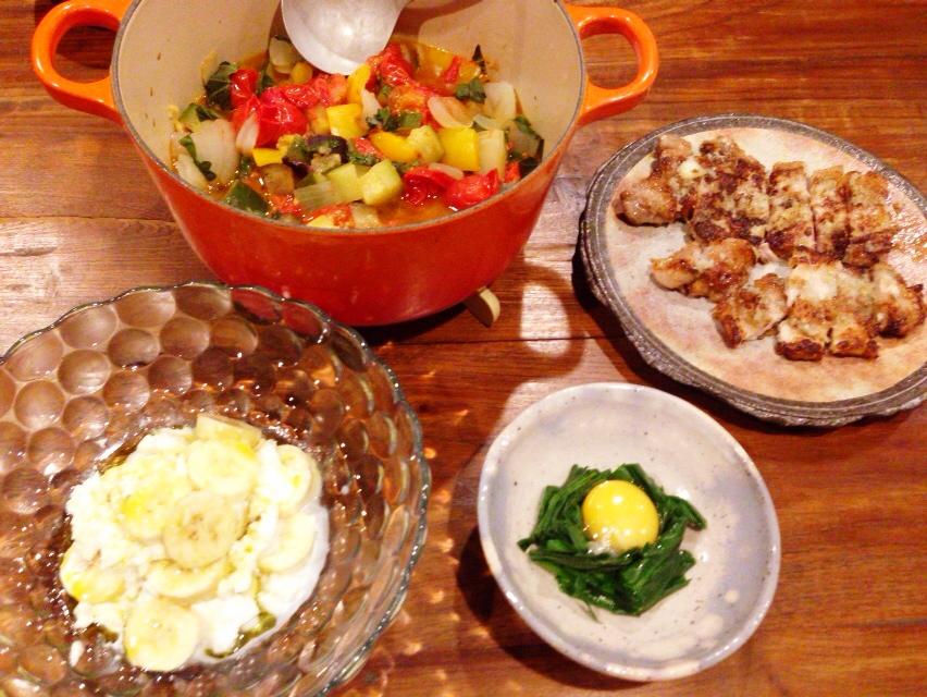夫が作った晩御飯:バナナとモッツァレラのサラダ_d0339885_12594552.jpg