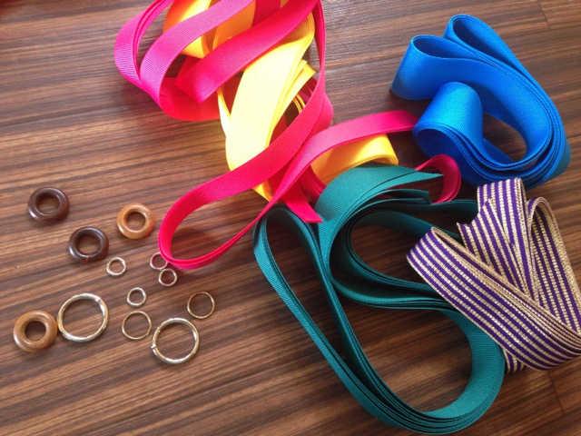 リボンと編み方次第で何通りにも楽しめるエシカルなハンドメイドサンダル:Mohop_d0339885_13004194.jpg