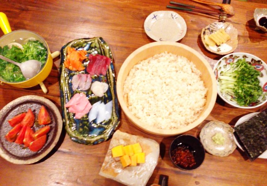 夫が作った晩御飯:手巻き寿司_d0339885_13015285.jpg