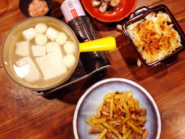 夫が作った晩御飯:ジャガイモと鶏肉のペペロンチーノ_d0339885_13020185.jpg