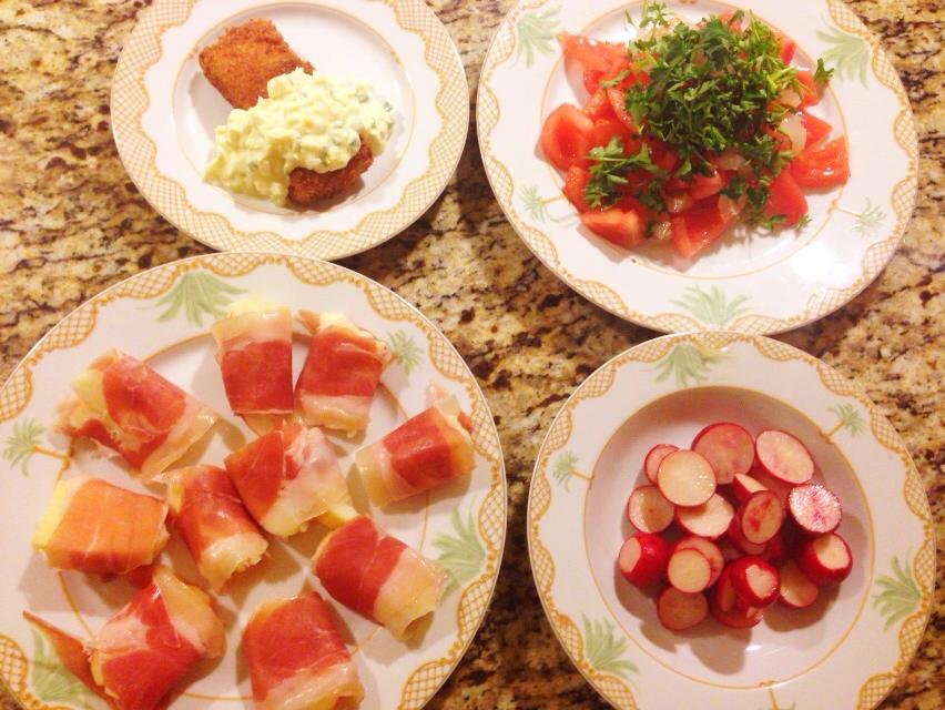 夫が作った晩御飯:ライチとトマトのサラダ_d0339885_13021830.jpg