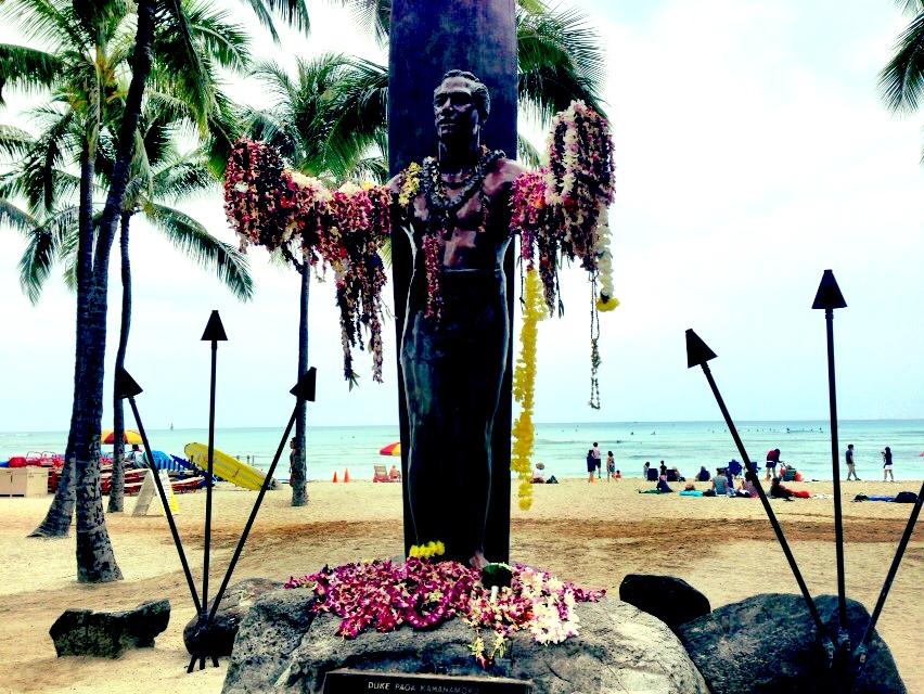 ハワイのオリンピック選手の像_d0339885_13022283.jpg