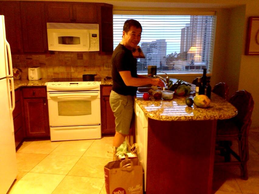 ハワイでも料理中の夫_d0339885_13022432.jpg