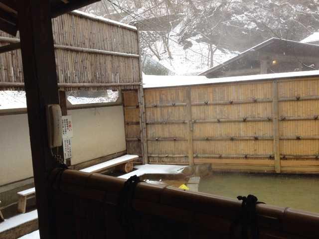 雪見風呂楽しんだよ♪なかなか渋くていいわ、伊香保温泉_d0339885_13023379.jpg