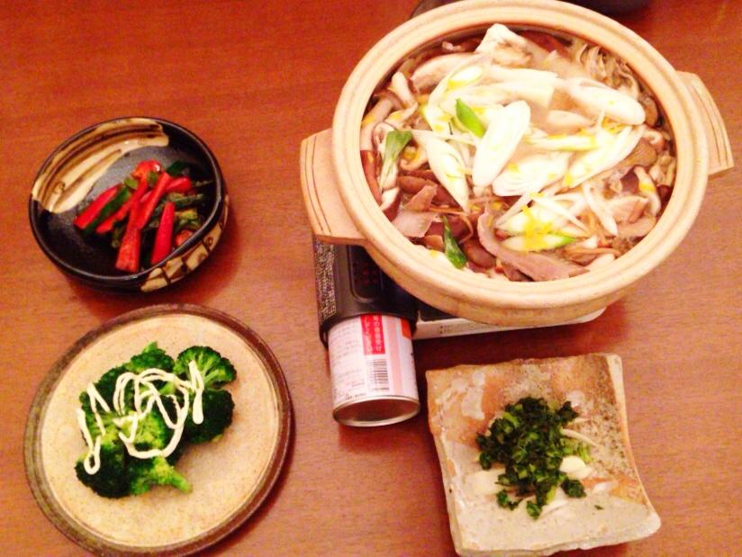 夫が作った晩御飯:シイタケとイノシシの醤油鍋_d0339885_13030446.jpg