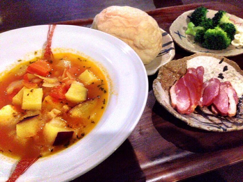 夫が作った晩御飯:具だくさんスープ_d0339885_13031436.jpg