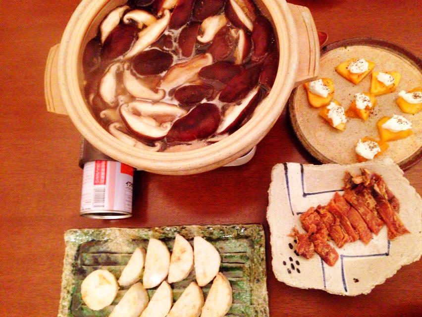 夫が作った晩御飯:絶品キノコ鍋_d0339885_13034373.jpg