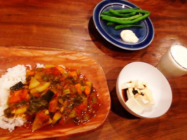 夫が作ったブランチ:野菜のトマト煮カレー風味_d0339885_13035858.jpg