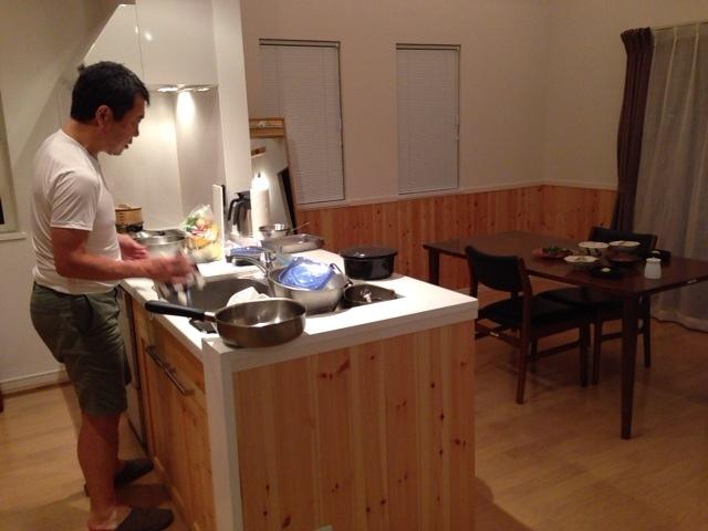 夫、晩御飯準備中@軽井沢_d0339885_13054434.jpg