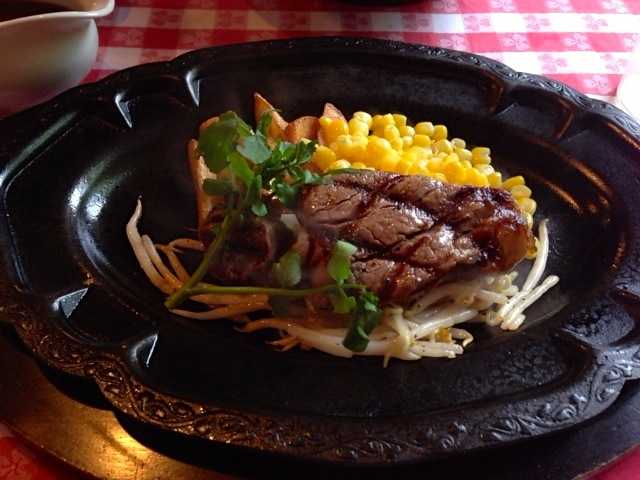 ウエスタンな雰囲気で美味しいステーキを:ザ カウボーイハウス_d0339885_13060017.jpg