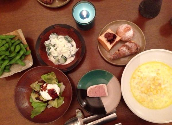 夫が作った晩ご飯:レタスの炒め物ポーチドエッグ乗せ_d0339885_13060220.jpg