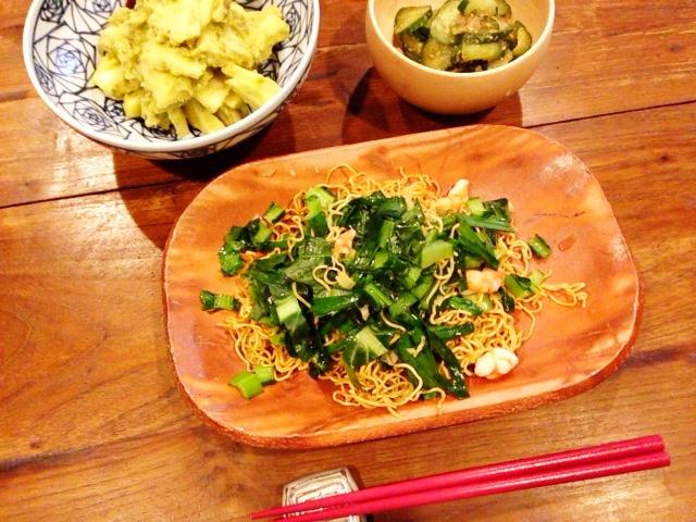 夫が作ったブランチ:青梗菜とえびの焼きそば_d0339885_13072093.jpg