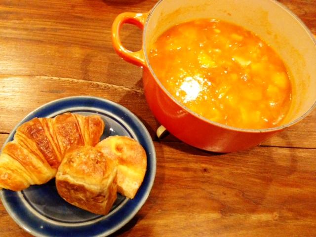 夫が作ったブランチ:野菜たっぷりトマトスープ_d0339885_13073612.jpg