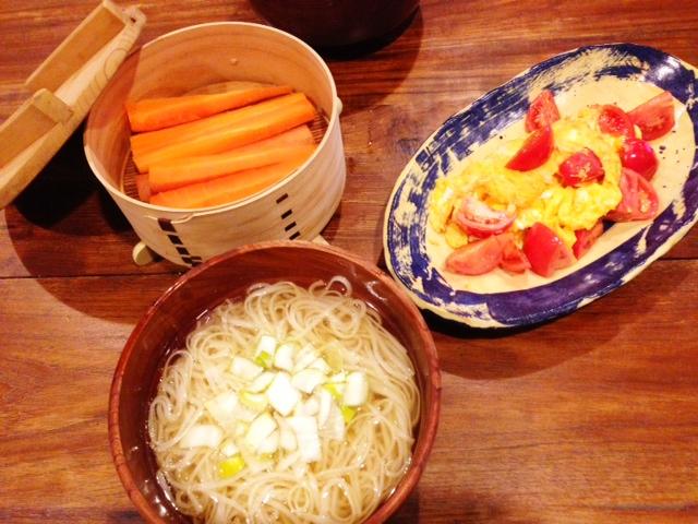 夫が作ったブランチ:トマトと卵の炒め物_d0339885_13074176.jpg