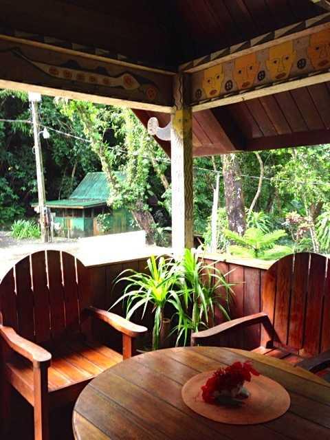 パラオの8部屋しか無い素朴なリゾートホテル:キャロラインズ リゾート_d0339885_13075134.jpg