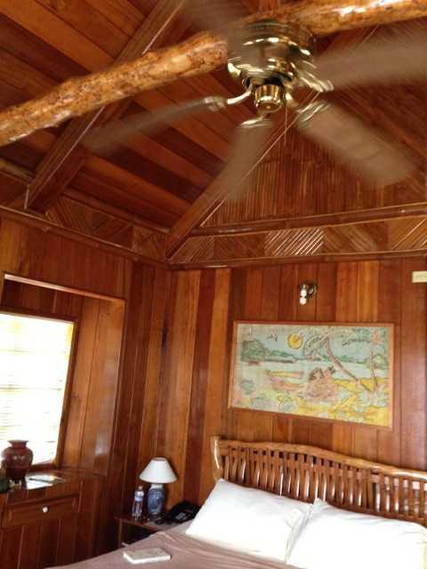 パラオの8部屋しか無い素朴なリゾートホテル:キャロラインズ リゾート_d0339885_13075186.jpg