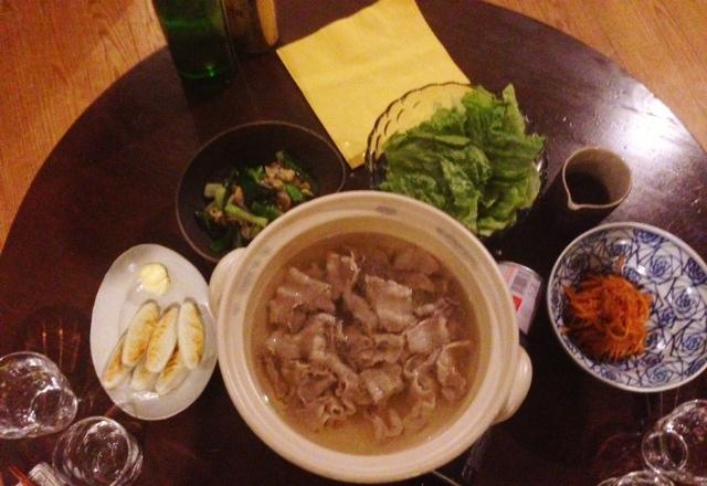 夫が作った晩ご飯:レタスしゃぶしゃぶ_d0339885_13075212.jpg