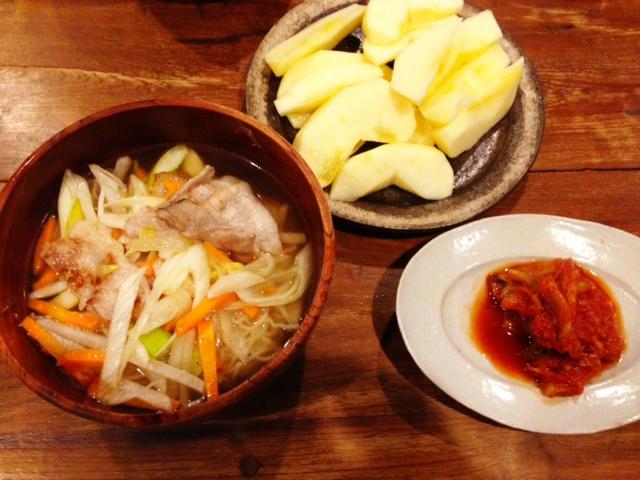 夫が作ったブランチ:豚肉と野菜のラーメン_d0339885_13075752.jpg