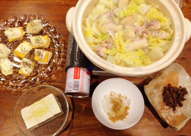 夫が作った晩ご飯:林檎とチーズ_d0339885_13082565.jpg