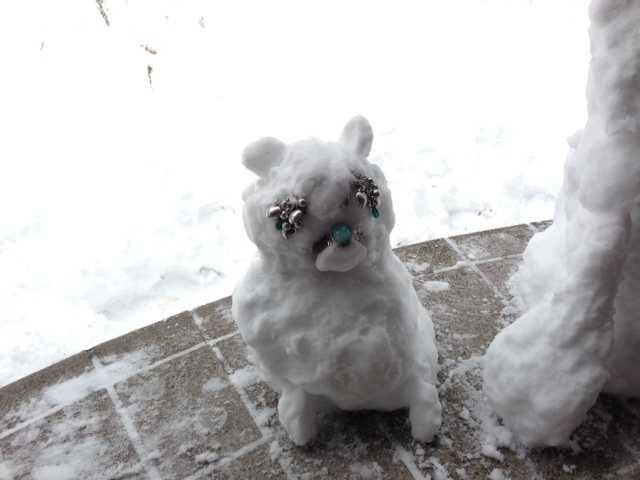 我ながらいい出来かもー♪愛犬たちの等身大雪だるま_d0339885_13083495.jpg