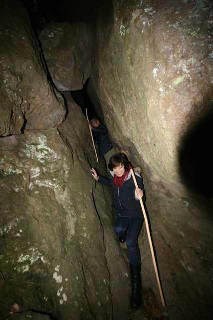 出雲の旅7:超難関!険しい石段&狭い岩の隙間を通らないと辿り着けない「韓竃神社」_d0339885_13452159.jpg