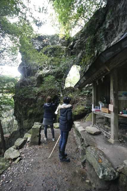 出雲の旅7:超難関!険しい石段&狭い岩の隙間を通らないと辿り着けない「韓竃神社」_d0339885_13452183.jpg