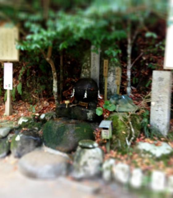 この旅、ラストの神社で願い石_d0339885_13452755.jpg