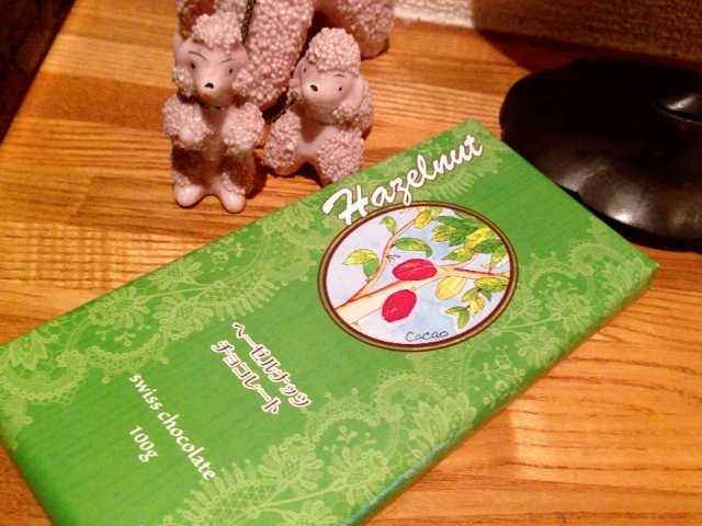 家でよく食べるチョコレートその1:フェアトレード・ヘーゼルナッツチョコレート_d0339885_13453932.jpg