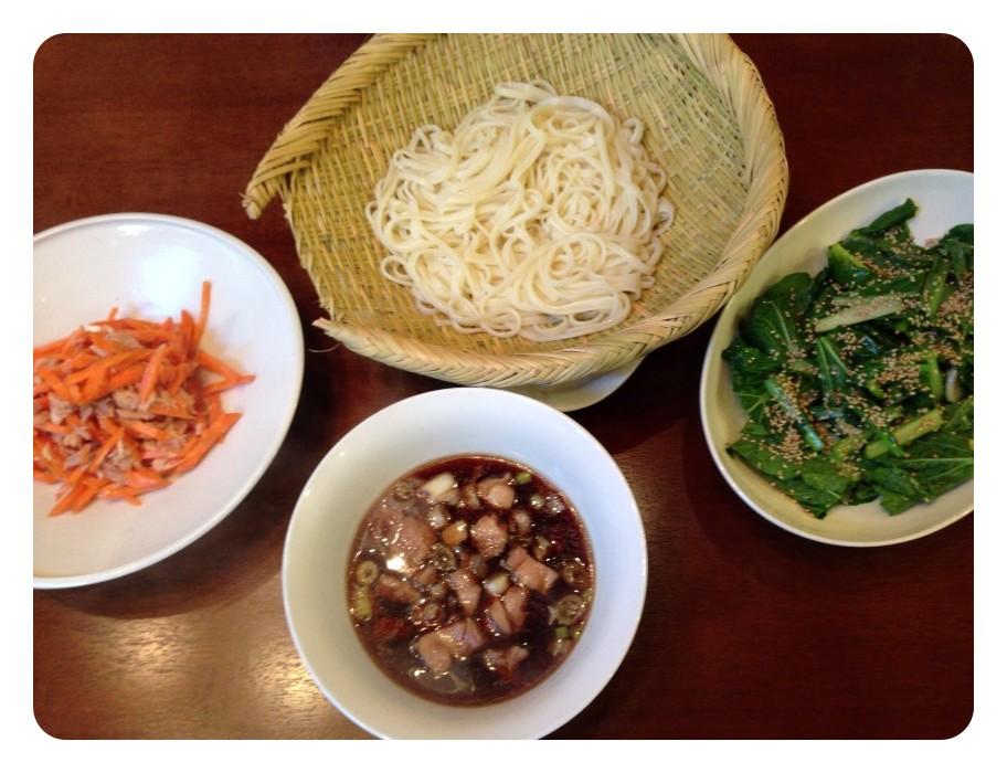 夫が作ったブランチ:温かい鳥肉とネギのお汁で食べるうどん_d0339885_13461098.jpg