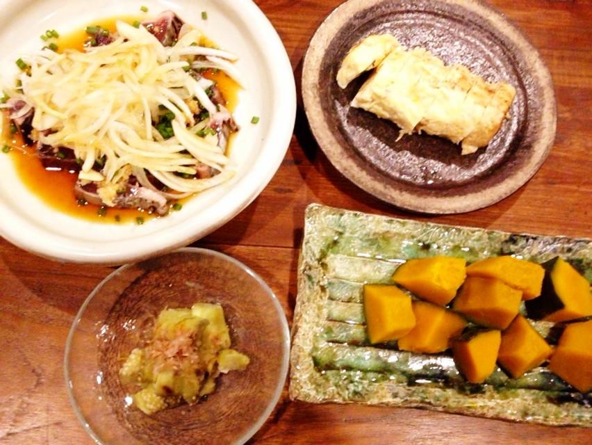 夫の作った晩ご飯:さらし玉ねぎの乗ったカツオのタタキ_d0339885_13462873.jpg