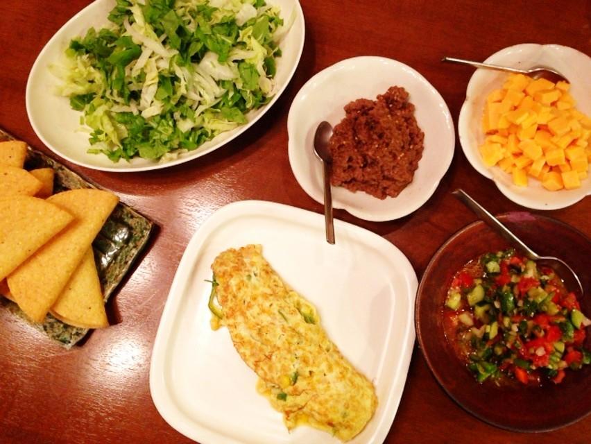 夫の作った晩ご飯:サルサソースも手作りのタコス_d0339885_13470517.jpg