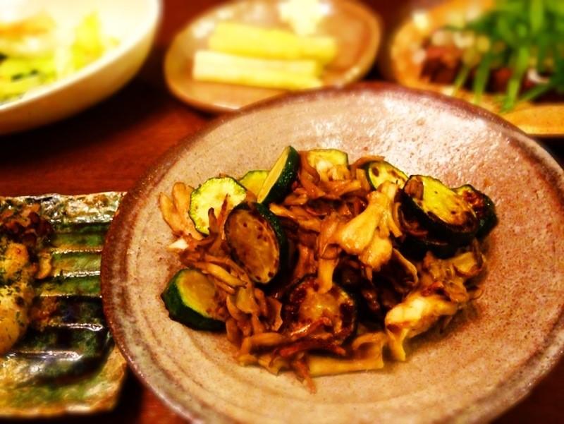 夫の作った晩ご飯:ズッキーニと舞茸の味噌炒め_d0339885_13474112.jpg