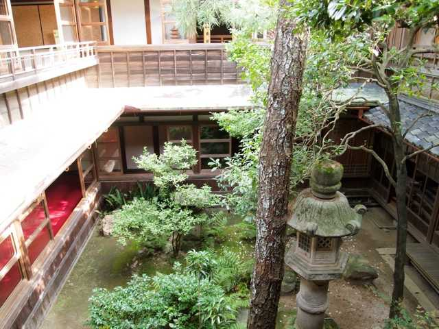 贅を凝らした建物と内装に魅了される:賓日館@伊勢_d0339885_13490667.jpg
